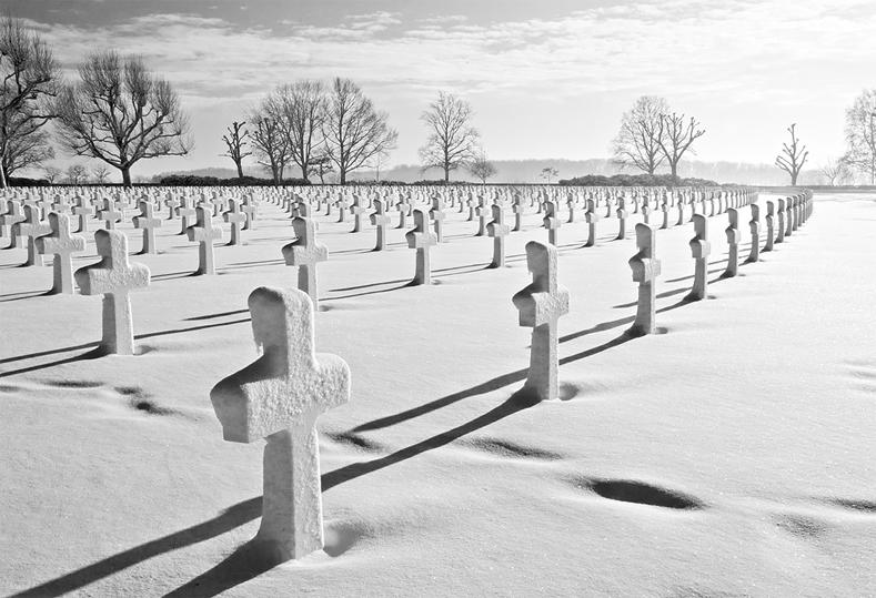 Amerikaanse begraafplaats Margraten in de sneeuw